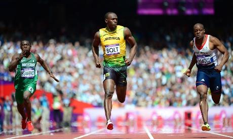 Jamaica's Usain Bolt (C) wins the 100m heat