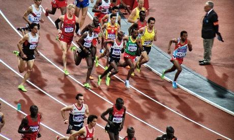 Mo Farah starts the mens 10,000m final