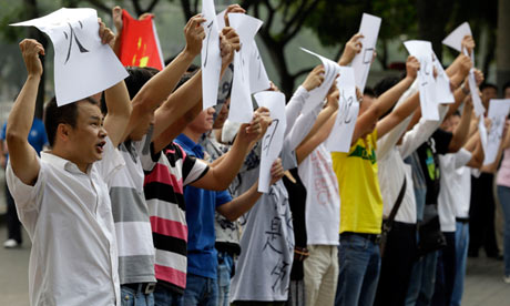 Chinese protesting against Japan