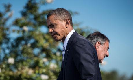 US President Barack Obama walks to the l