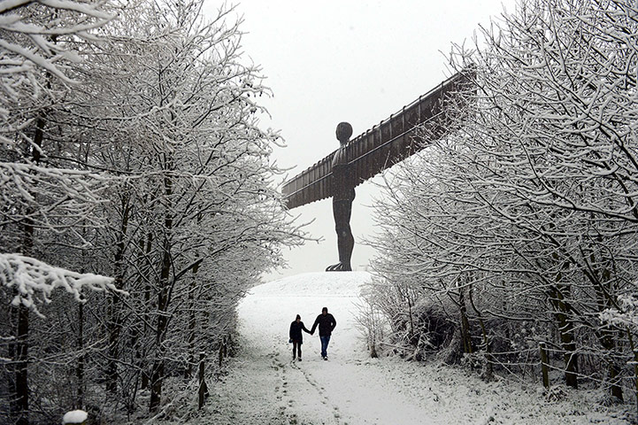 Snow over UK: Winter Weather - 14 January