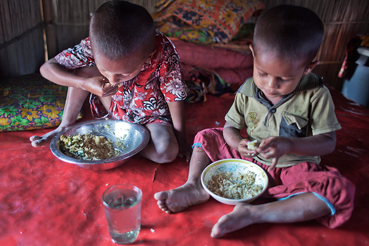 Hunger in Bangladesh : after unseasonal floods people struggle with food
