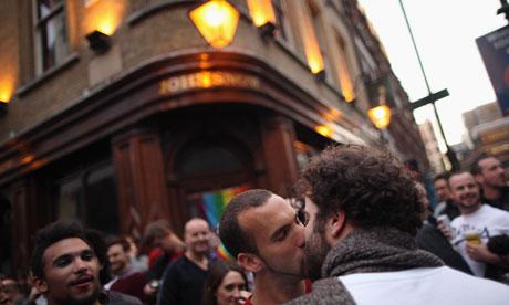 Group Kiss gay