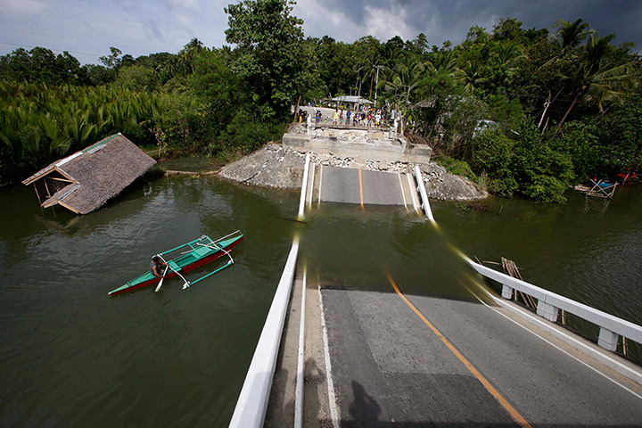 Philippines earthquake: Abatan bridge in Cortez town, Bohol province