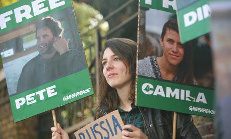 """Британия требует освободить активистов """"Гринпис"""""""