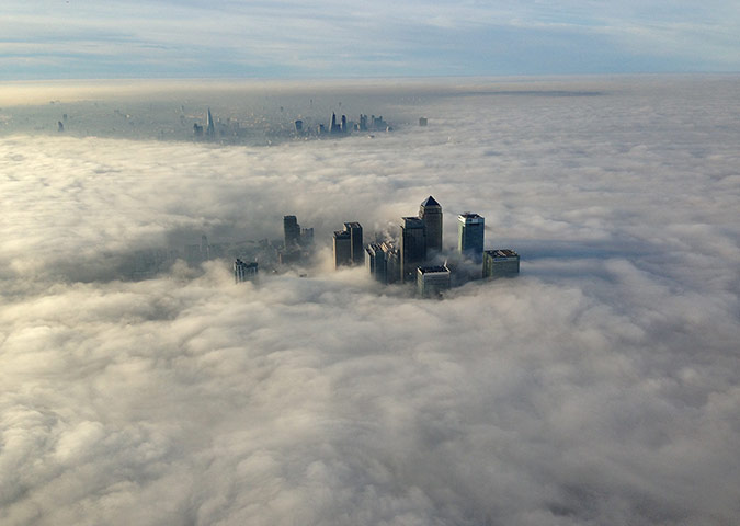 20 Photos: fog envelops the business district of Canary Wharf in London