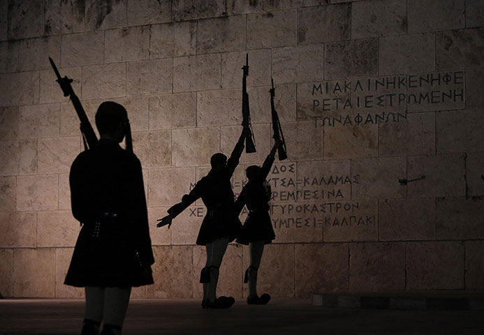 20 Photos: presidential guards at the tomb of the unknown soldier in Athens