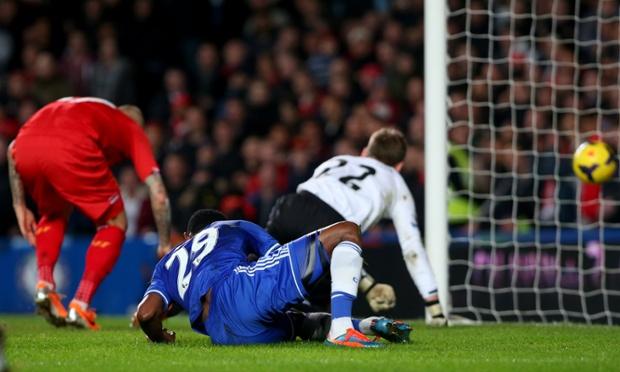 Samuel Eto'o scrambles the ball home.