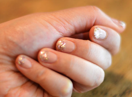Nude nail with gold glitter