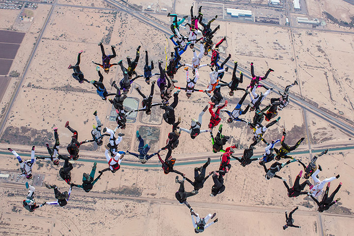 20 Photos: Women Skydivers Set Formation Record