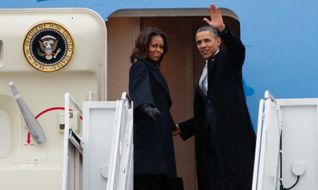 Obamas board Air Force One