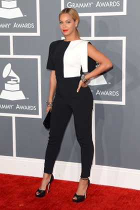 Beyoncé arrives at the Grammys – in a pant suit.