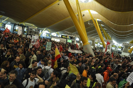 Strikers of Spanish airline Iberia demonstrate at Madrid-Barajas airport on February 18, 2013 in Madrid, as they launched a five-day action against job cuts.