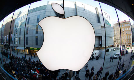 Apple value falls below $400bn, as Warren Buffett says 'ignore critics'