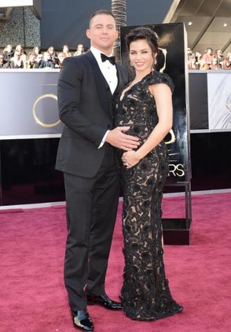Actors Channing Tatum (L) and Jenna Dewan arrive at the Oscars