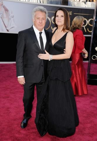 Dustin Hoffman (L) and Lisa Gottsegen arrive at the Oscars