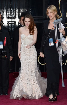 Kristen Stewart arrives at the Oscars