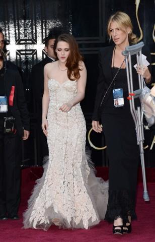 Kristen Stewart arrives at the Oscars