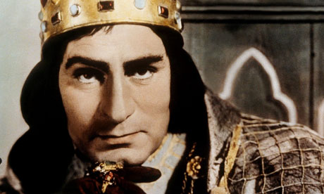 Laurence Olivier as Richard III.