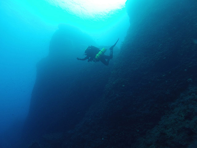 Antikythera shipwreck Underwater Cliff Diving