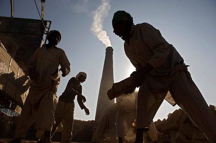 Σύγχρονη δουλεία: καταναγκαστικής εργασίας σε ένα εργοστάσιο τούβλων στο Ραβαλπίντι, στο Πακιστάν