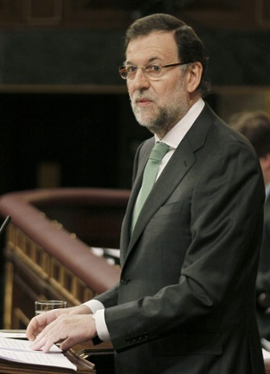 Spanish Prime Minister Mariano Rajoy delivers his speech during a plenary session at the Lower Chamber in the Spanish Parliament in Madrid, Spain, 10 April 2013.
