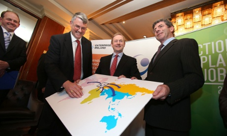 Taoiseach Enda Kenny (centre) with Glanbia chairman Liam Herlihy (right) and chief executive Jim Bergin (left). Photograph: Julien Behal/PA Wire
