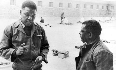 Mandela on Robbin Island Prison (http://static.guim.co.uk/sys-images/Guardian/Pix/pictures/2013/4/5/1365175204258/nelson-mandela-robben-isl-008.jpg)