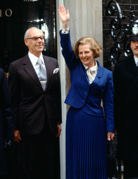The Margaret Thatcher look: from the pearls to the handbag