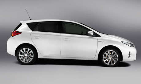 Toyota Auris Hybrid Car Review on toyota matrix mpg