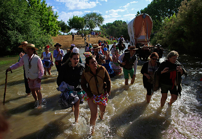 Pilgrims: Pilgrims walk across the Quema river