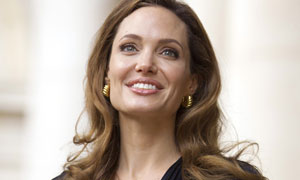 Angelina Jolie's cancer decision highlights row over genetic technology