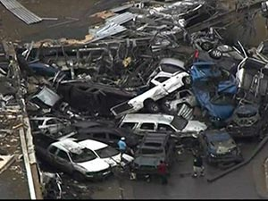 Oklahoma tornado devastates Moore - video