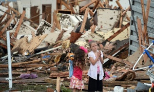 Oklahoma tornado: Obama sends aid as rescue continues in Moore – live