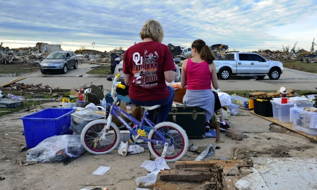 Meanwhile, Standy Stewart and her pregnant daughter-in-law Robyn Rojas have their dinner at what left of their tornado devastated home in Moore.