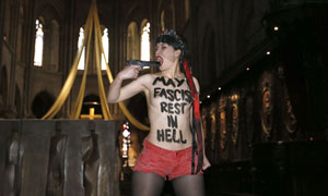 Femen protester stages mock suicide at Notre Dame cathedral