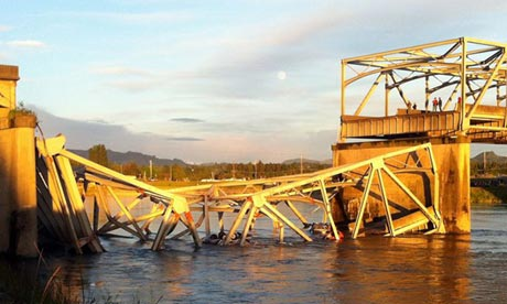 Bridge collapse in Washington state sends cars and people into water...