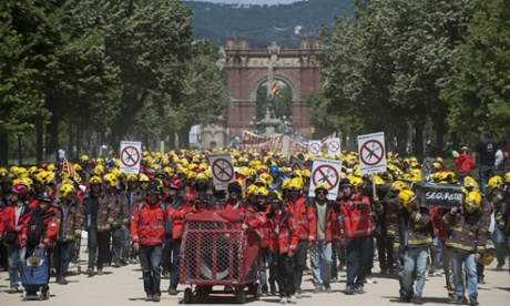 Firemen march against sector budget cuts carried on by Catalonia Government
