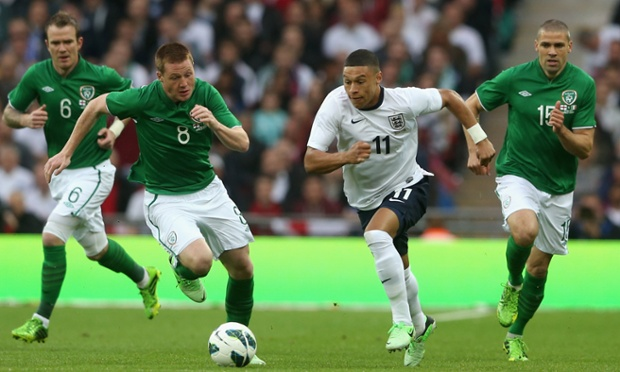 Alex Oxlade-Chamberlain evades James McCarthy and Jon Walters of the Republic of Ireland during the friendly at Wembley
