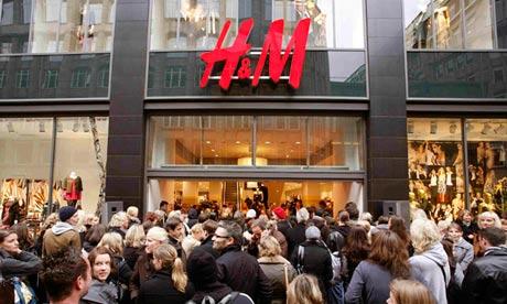 Shopeers outside H&M shop