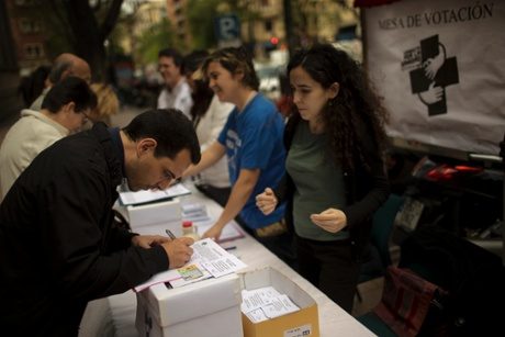 Doctors and nurses ask bypassers to vote 'yes' or 'no' to the privatization of Spanish Health system during a non binding popular referendum outside La Princesa Hospital in Madrid, Spain, Tuesday, May 7, 2013.