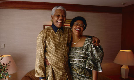 """Nelson Mandela's wife, Graca Machel, witnessed """"the dying of the light firsthand"""" Nelson-Mandela-and-Graca--008"""