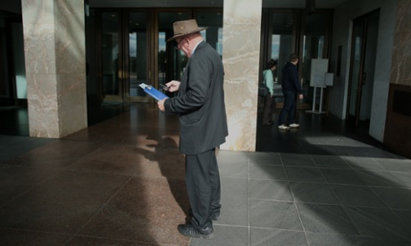 The familiar profile of the former Deputy Prime Minister Tim Fischer out the front of Parliament House. The Global Mail.