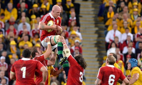 Paul O'Connell wins a line-out.