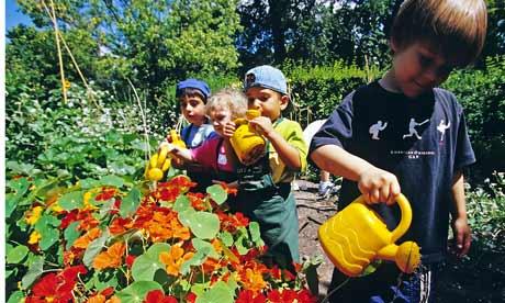 CHILDREN IN A GARDENING WORKSHOP