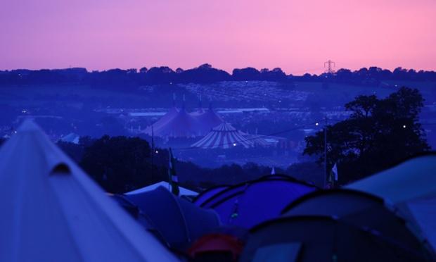 Sunrise at the Glastonbury music festival at Worthy Farm in Somerset.:rel:d:bm:GF2E96R0E7101 plg
