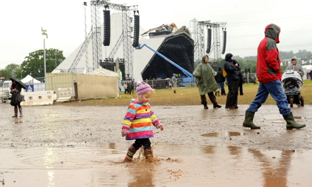 Sploshing out in front of the Pyramid stage.