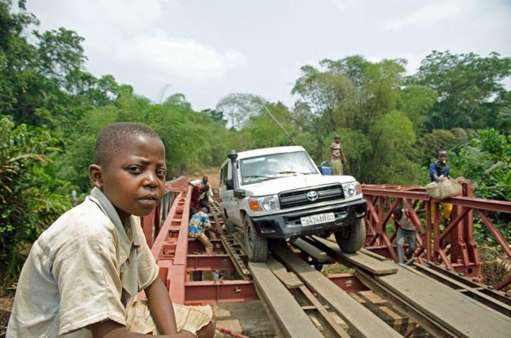 Bridge crossing, Kasaï Occidental
