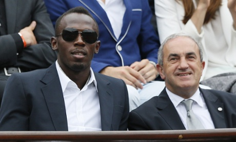 Jamaican athlete Usain Bolt (left) and French Tennis Federation president Jean Gachassin (right) wait for the start of the final.