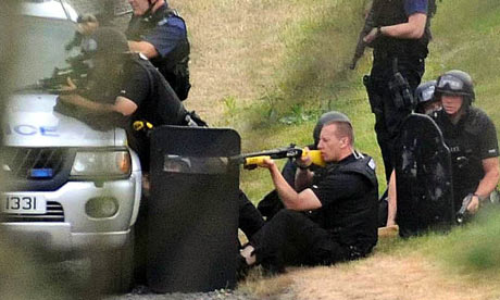 Police using a taser during capture of Raoul Moat